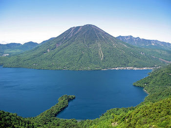 800px-Mount_nantai_and_lake_chuzenji.jpg